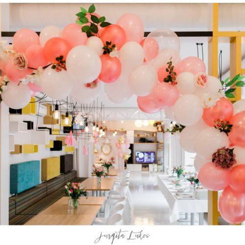 Balionų girlianda su gėlėmis